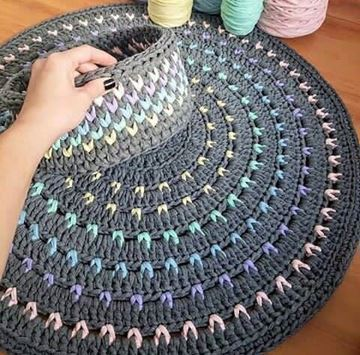 صورة Crochet carpet and box