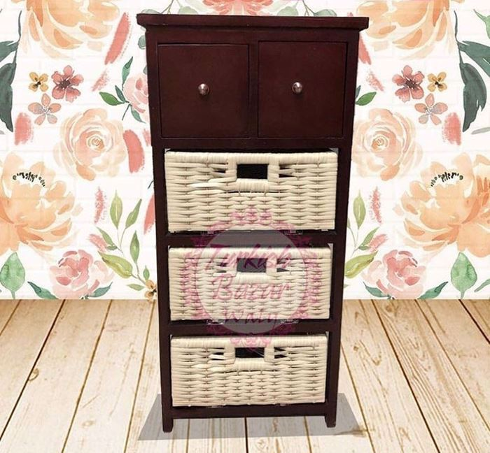 Picture of wooden unit with 5 drawers